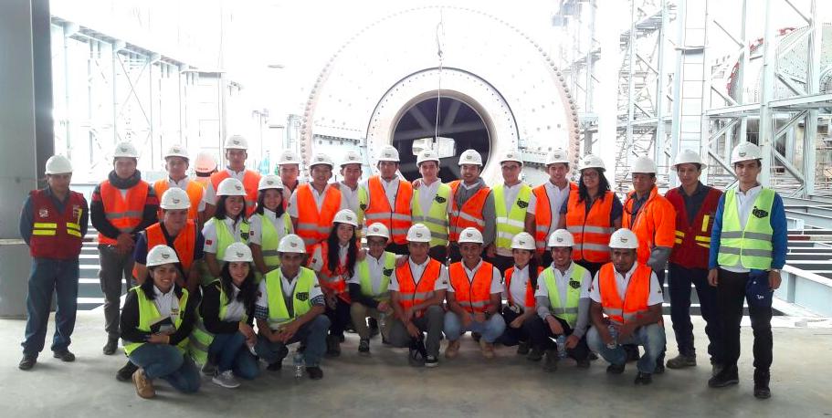 26 estudiantes de la UTPL conocen de primera mano el proyecto minero Mirador